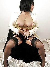 Busty mom has a golden bra