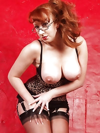 As if she couldn't get any hotter - Red gets handcuffed to..