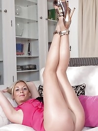 Charlotte - Nylon wife on heat!