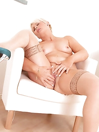 Hot Anilos cougar Sally Taylor spreads her mature pink..