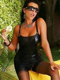 Sultry darling's body looks good in leather