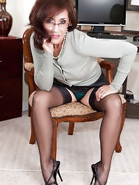 Nasty brunette mom is perfectly sexy in stockings