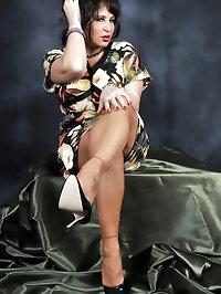Mature mama has sexy legs