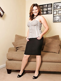 Brunette loves pantyhose with heels
