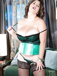 The Magnificent Mams Of Alana Lace