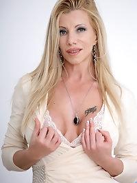 Anilos - Sex Kitten featuring Lara De Santis. (Photos)