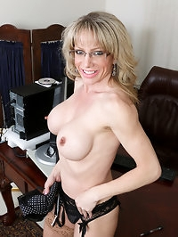 Elizabeth Green is a 41 year old milf with enhanced big..