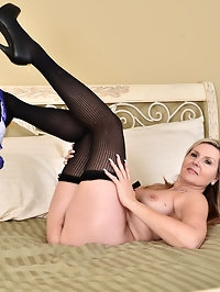 Back for another round of horny action, Velvet Skye inches..