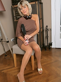 Blonde MILF Sherry D is on the microphone