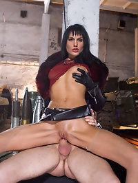 Sarah Twain loves getting spunk on her sexy thigh high boots