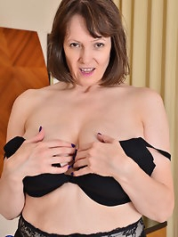 Big breasted housewife Tigger loves to play with her wet..