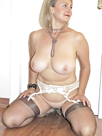 Blonde mom spreads her nice legs wide