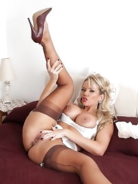 Lucy Zara - Bustin' out!