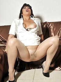 Amanda loves nude nylon