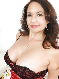 At 52 years old horny brunette Sam looks great in her..