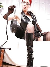 Nylon Domina Nadja invite you to lick her leather Boots