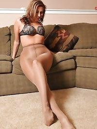 Babe loves her nylon pantyhose