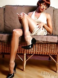 Sexy MILF Lily in shiny pantyhose and high heels