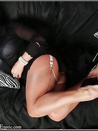 Sexy MILF Amanda Nylons with Fuck me Heels