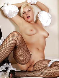 32 year old Kelly L plays maid before spreading her long..